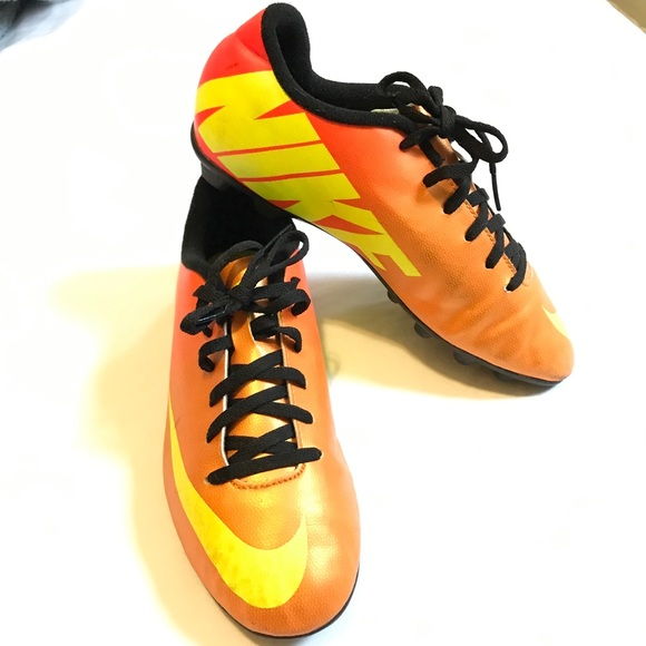3f2cafe4bfbb NIKE MERCURIAL VORTEX SOCCER CLEATS youth SIZE 5.5.  M 5a47f358a825a6a8c71698fe